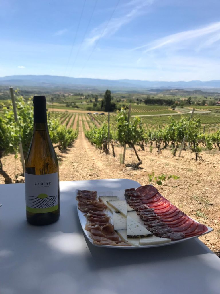 almuerzo entre viñedos en rioja alavesa SAMANIEGO - BODEGAS ALÚTIZ